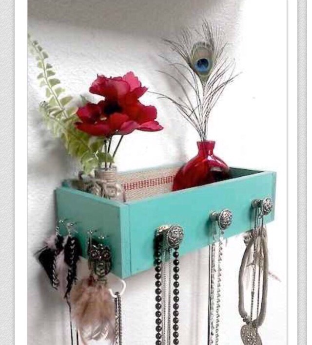 🌀The fourth way to DIY your room is to find cool,unique ways to display your jewelry🌀  It's look cool but it's also very convenient!