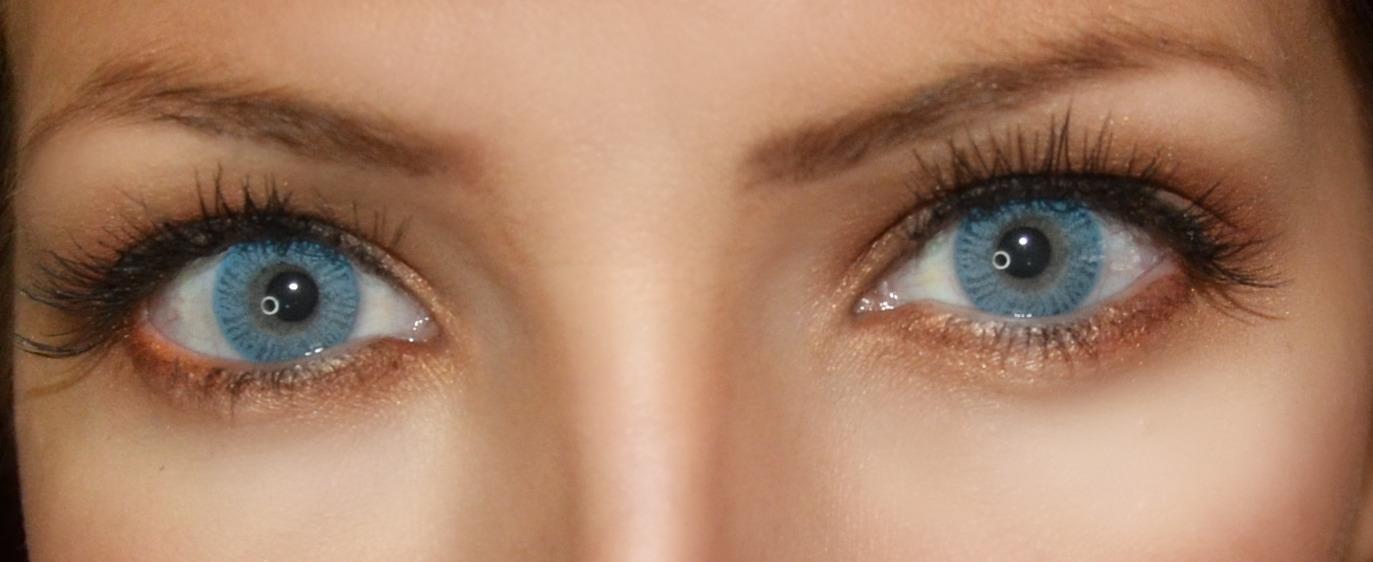 Shiny blue eyes use pink, and black eye shadow avoid blue shades