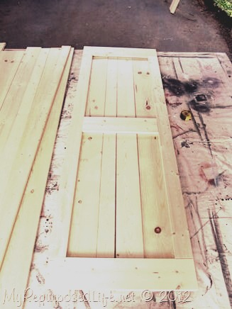 Awesome closet door for less than 5$ to make