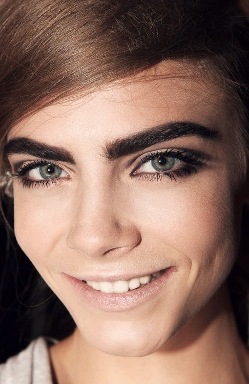 There's something so unique about Kara Delevingne, it's the brows the brows THE BROWS GURL!  You want them brows? Simply apply castor oil (which you can purchase from any supermarket like tesco) on your eyebrows every night using a old mascara brush. Don't forget to wash off the oil from your face!!