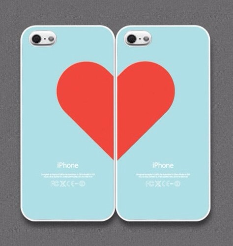 This makes an awesome gift for your BFF, sister, boyfriend/#girlfriend, or anyone you're close with. I like the idea of both cases making one complete image when they are united. Gonna try this one out, for sure.