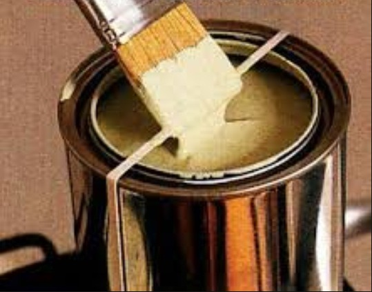 By putting a rubber band on the side of an open can u can wipe the extra paint onto the rubber band and not the can!!!