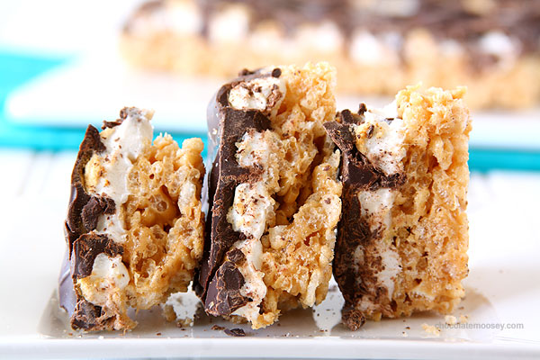 Follow this recipe for s'mores crispy bars!