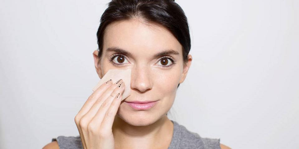 3. Powder or blot away any shine on either side of your nose to keep your face from looking puffy.