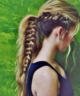 Growing my hair this long just so my ponytails go past my shoulders😌