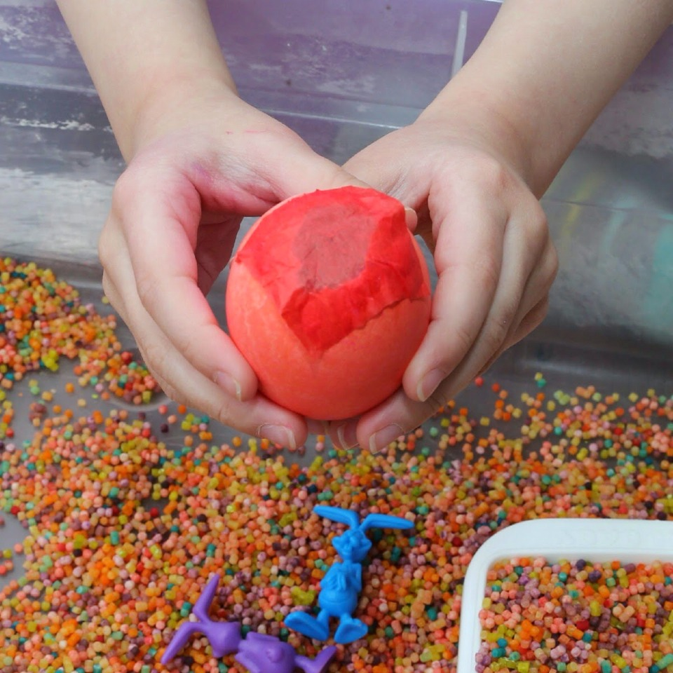 How to make confetti eggs on next page !