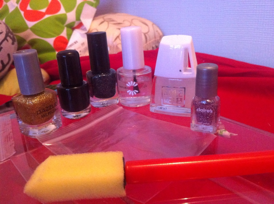 Things you will need  Different types of sparkly nail varnishes Black nail varnish Clear varnish Matt nail varnish 1 sponge 1 plastic seal bag And Scissors