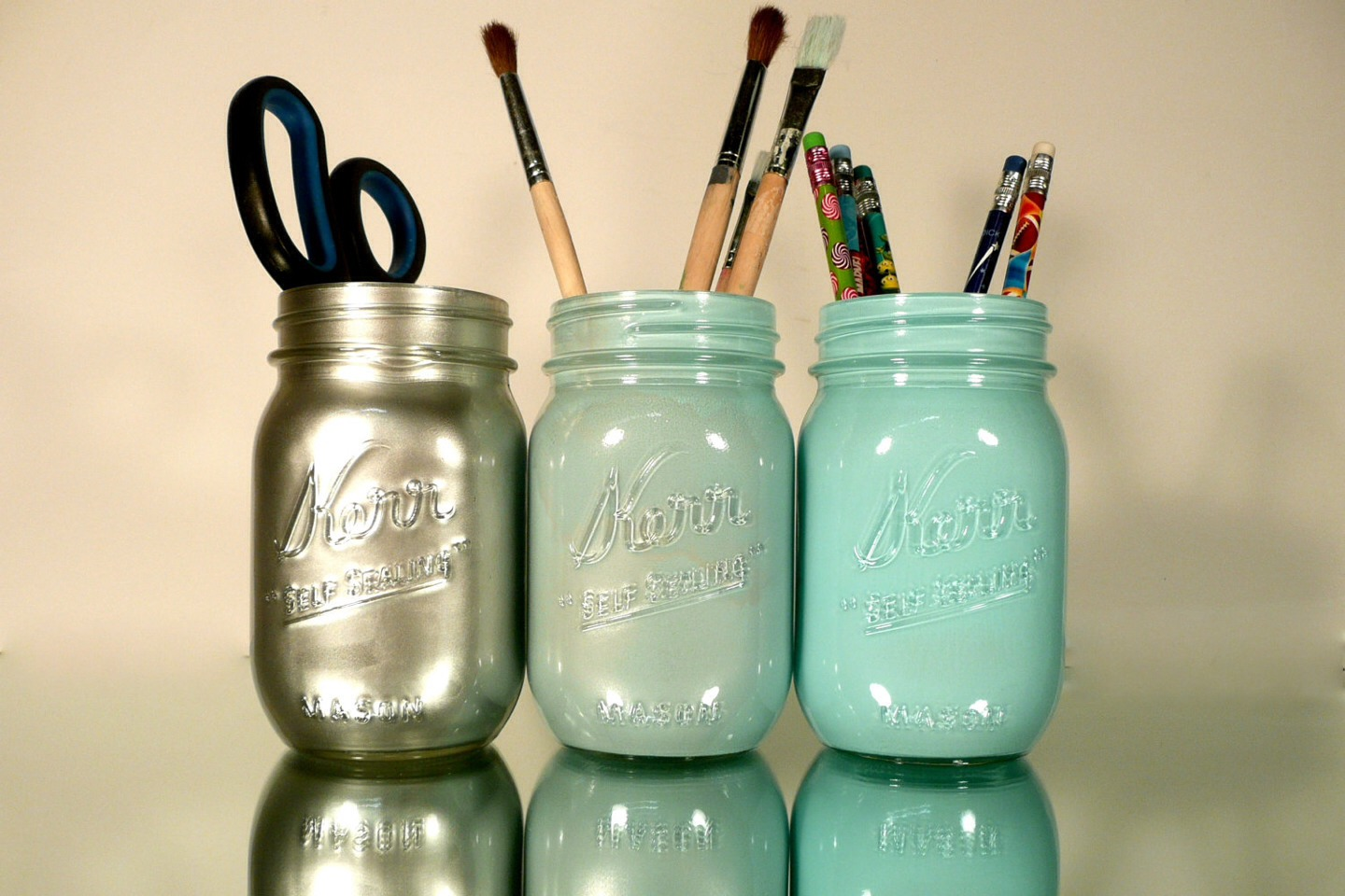 Super cute pencil holder! Supplies needed: mason jars, and any color spray paint your like!