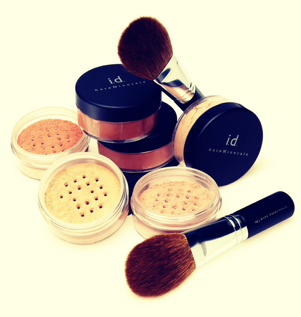 1.Irritating make-up~ Certain make-up ingredients such as lanolin, mineral oil and isopropyl myristatecan be irritating in skin and cause acne reappearance. Switching to a mineral foundation can prevent clogging pores.