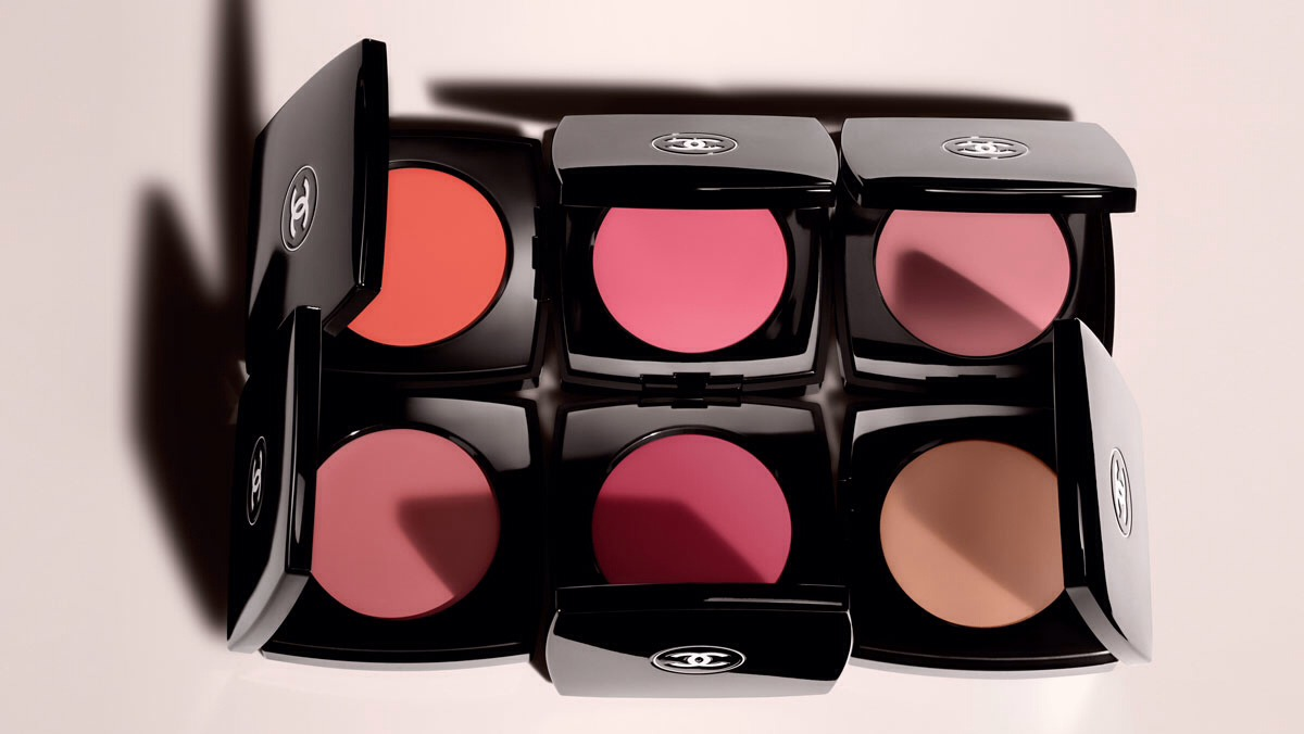 Add some light pink blush on ur cheekbones to make them stand out.