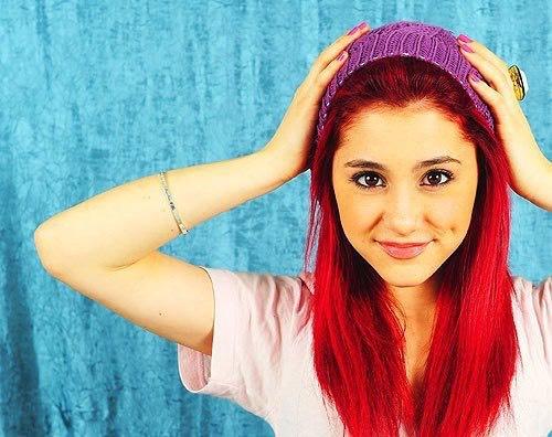 gosh Ariana grande is gorgeous 😍