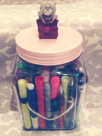 All you need for this storage jar is 1 jar  1charm or small statues to super glue on And whatever your using your jar to storage. This is a cute and décor way to help keep your room tidy and make it pretty at the same time 💋💋