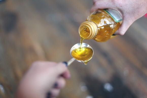 Olive oil has miraculous effects both on hair growth as well as on the quality and strength of the strands. It makes the hair softer. It also stimulates hair growth. Just like olive oil makes hair grow healthier, it also works on the growth of eyelashes.