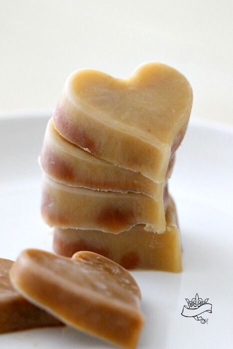 You can put your homemade or bought Apple sauce in molds or put dots on parchment paper and give to you babies when teething to help soothe them.. Only give to your baby once they are Apple to eat finger foods