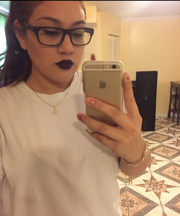 I love lipsticks but sometimes I get a bit scared to try out a dark or vibrant color. But don't be scared I tried out this dark vampy purple color and loved it. It's so great for the fall night out or even the daytime with make up there's no rules!