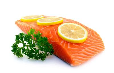 Omega-3 fatty acids Research has shown that a diet with a high percentage of omega-3 fatty acids and a low percentage of omega-6 fatty acids has been linked with decreased inflammation. Food sources of omega-3s include walnuts, flaxseed, and fish, such as wild Alaskan salmon.