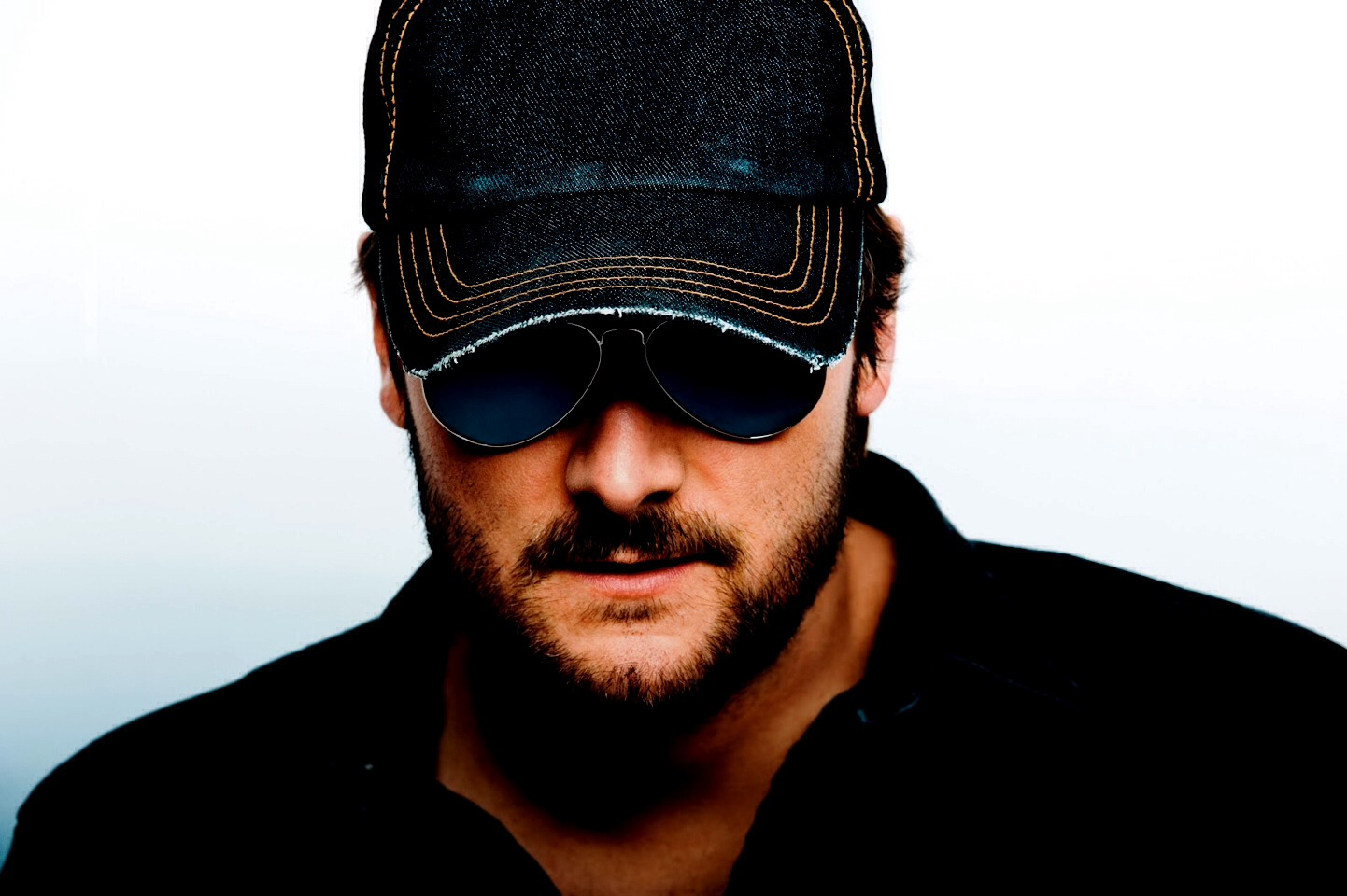 Eric Church is another one of those sexy country men who has a good voice.