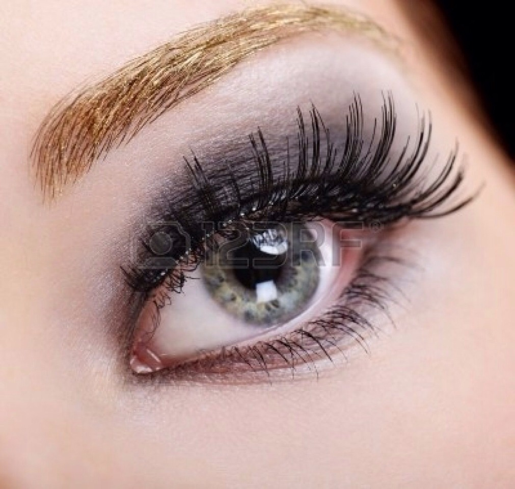 3 Repeat these steps for the opposite eye. It is really important to wait usually 30 seconds for the adhesive to become tacky before applying the lashes. 4 Using tweezers, hold the strip in the centre. Then place it in the centre of your natural lashes. use tweezers, push the strip in place