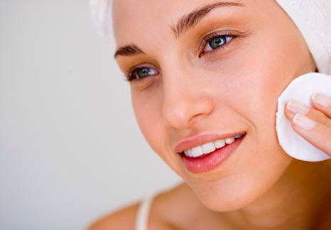 """It's seriouslyas easy as cleaning your face once a day and doing a facialonce a week! (Which, is a great way to have a little""""me time!"""" might I add!)Do the facial in the tub and add some salts and bubbles.DIY Spa Day at home anyone? 😊"""