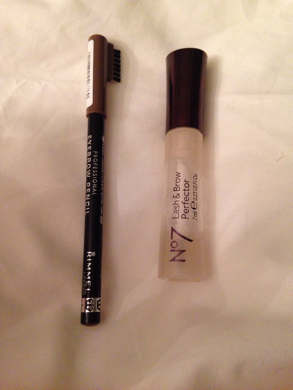 7⃣ - EYEBROW STUFFS I am obsessed with my eyebrow situation and so I brush/fill em in to perfection. I also use this lash and brow perfector from n•7 which keeps your eyebrow in a certain position and is like clear mascara that won't make you look like a dying witch when crying ( u get meh).
