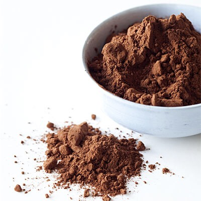 3) COCO POWDER   Exact same method as the previous side   Coco powder will also give you a fresh chocolate smell to your hair✨  THIS WORKS EFFECTIVELY ON DARKER HAIR COLOURS LIKE DARK BROWN HAIR AS IT WILL BE EASIER TO CAMOUFLAGE INTO YOUR HAIR.