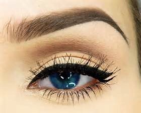Defined brows just look so sophisticated.