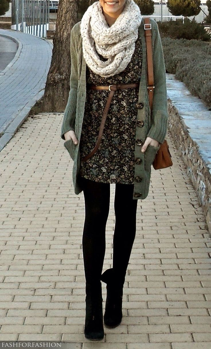 I love cardigans like this! Green looks so nice mixed with floral patterns! 💚