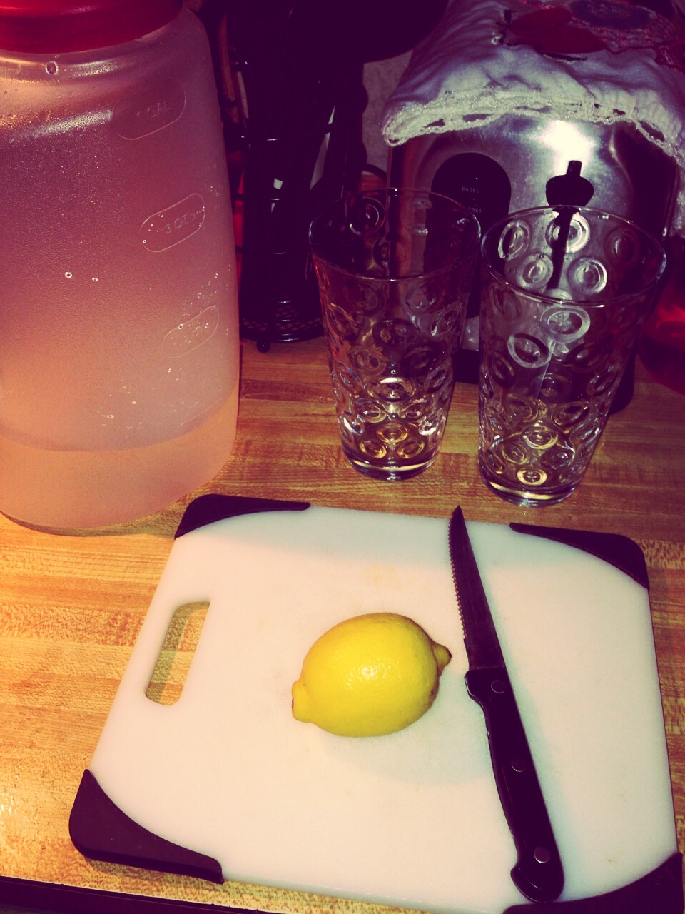 What you need   . Lemon   . Water   . Knife   . Cups