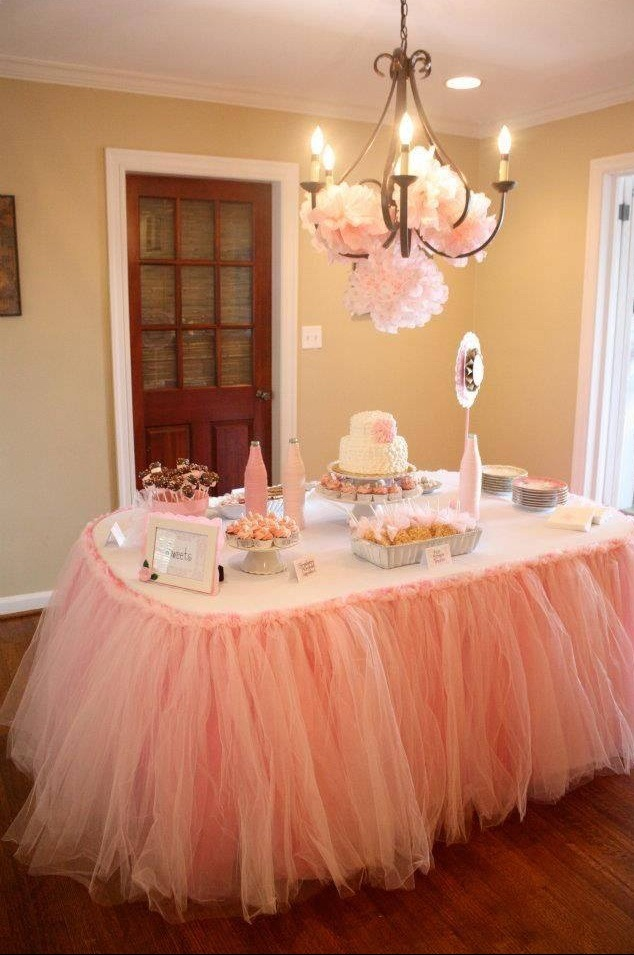 Gorgeous Baby Shower Gift Idea For Mom And Dad And Table Decor
