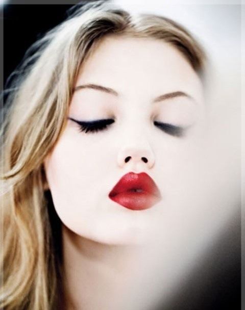how to make thin lips look fuller with lipstick