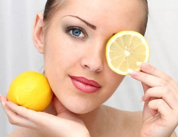Lime Mix lime juice and cinnamon powder (equal quantities) and apply the paste on the blackheads, throughout the night and in the morning wash the area well.