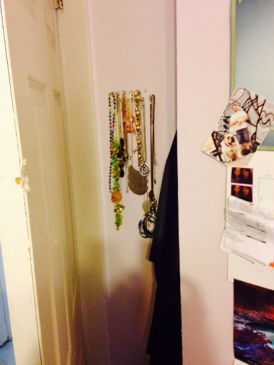 Finally hang up your jewelry. I do bracelets as well. My jewelry is a bit messy right now. I am also very simple and don't like too much on my wall so that's why I hid it behind the door.