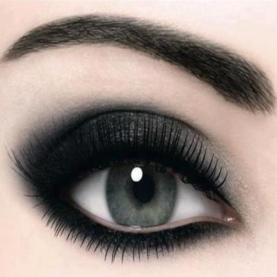 First start with a smokey eyed look with eye shadow...