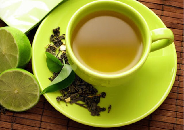 Green tea has a great source of antioxidants and a unique amino acid, L-theanine that helps relax your body and lower stress. When you brew the tea it releases catechins, a kind of antioxidant with proven anti-cancer and anti-inflammatory properties.