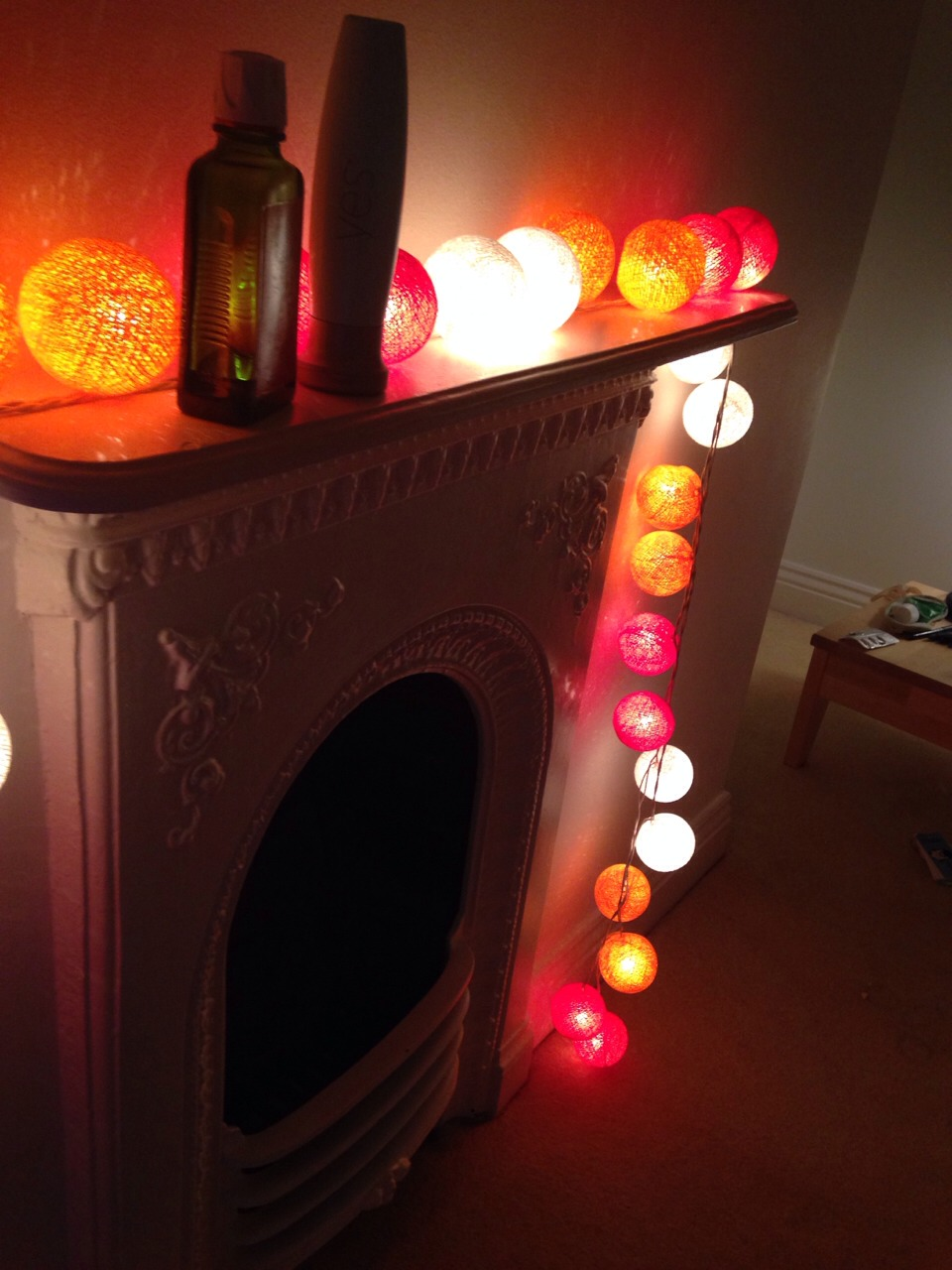 Lanterns are also, like the fairy lights, a nice way to tumblr a room