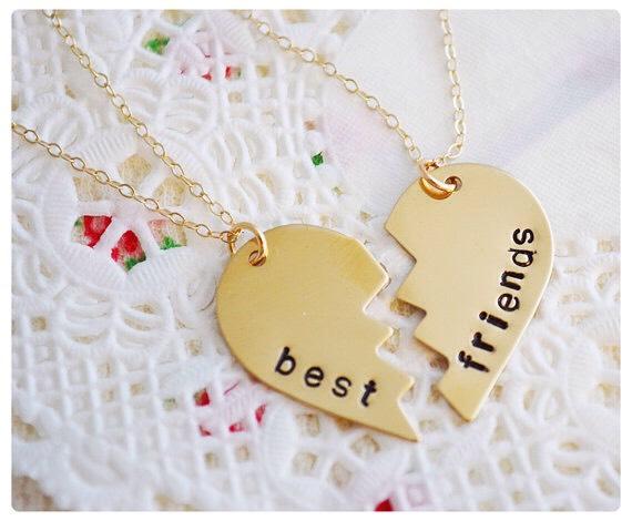 Get best friend necklaces👌