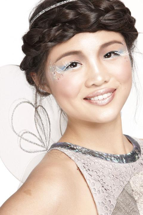 4  Finished Look Throw your hair into a halo braid, and put on your costume, and get ready to shine!
