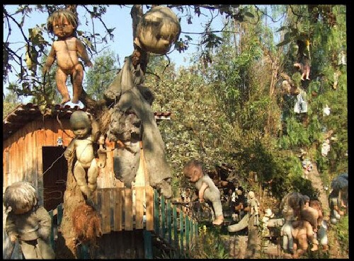 "4. ""La isla de la Muñecas"" or ""The Island of Dolls""  If you ever watched ""The River"", then you know where they got their inspiration from for the creepy baby tree scene."