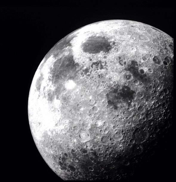 The diameter of the moon is less than the distance between Los Angeles and New York