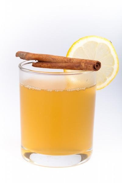 Take a pitcher of cold water, 2 sticks of cinnamon and a lemon to burn fat and flush out toxins. Drink daily.