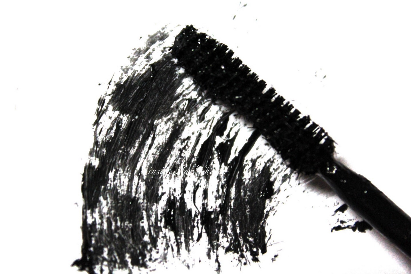 Now put mascara on. Start from the roots of ur lashes to give the illusion u r wearing eyeliner.
