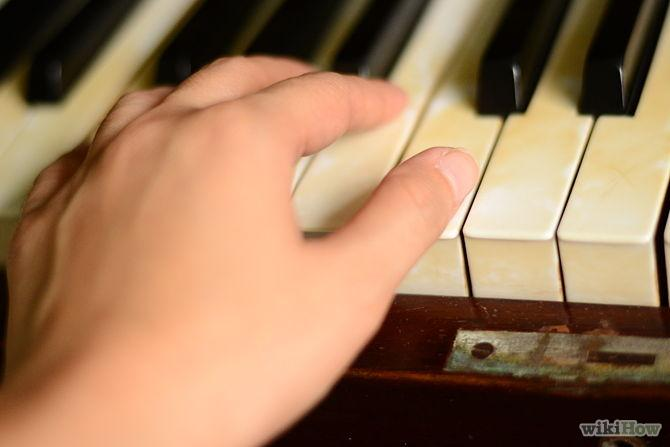Put finger 1 on the middle C note key.