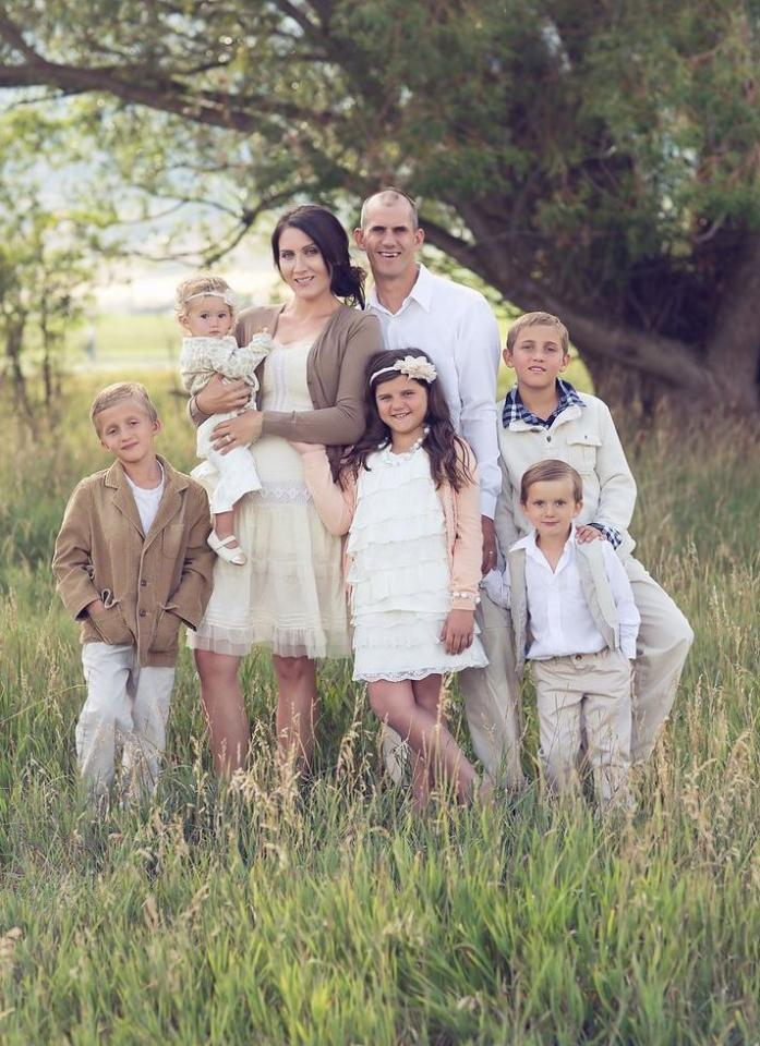 have everyone in the family wear white to match for a cute family photo