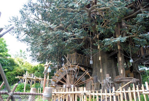 Swiss Family Tree House Explore the ultimate treehouse—and behold breathtaking views—in this attraction inspired by the classic Disney film.🌳  Height: Any FP+: No