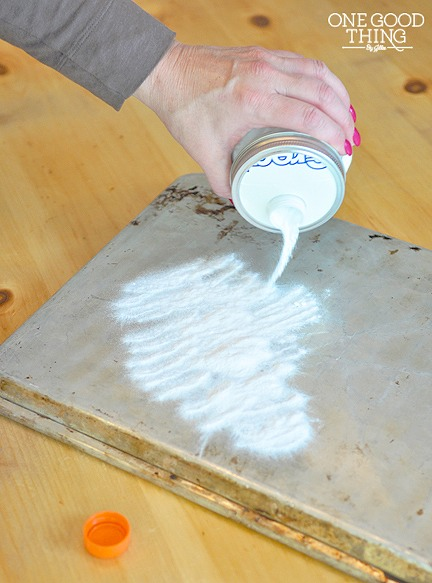 I use mine to hold baking soda to tackle those seemingly ENDLESS tasks around the house that baking soda is good for.        Like scrubbing your grimy cookies sheets…………        Or removing those annoying black marks on your kitchen counter.  The possibilities really are endless!