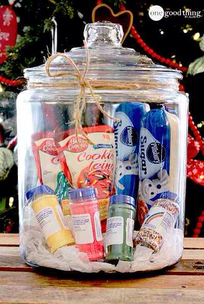 Cookie Decorating In A Jar  Do a family on your list a favor and give them a ready-made family activity in a jar! Kids love decorating cookies ANY time, but especially at Christmas. Save Mom & Dad the work of having to make cookies from scratch. They have enough to do this time of year! :-)🍪