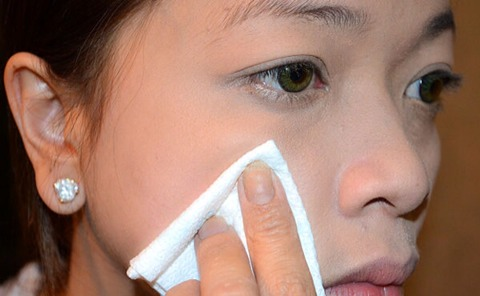 Try pressing a tissue to the area where there is too much foundation. Again, no rubbing or scraping, simply dabbing. The tissue should absorb excess foundation.