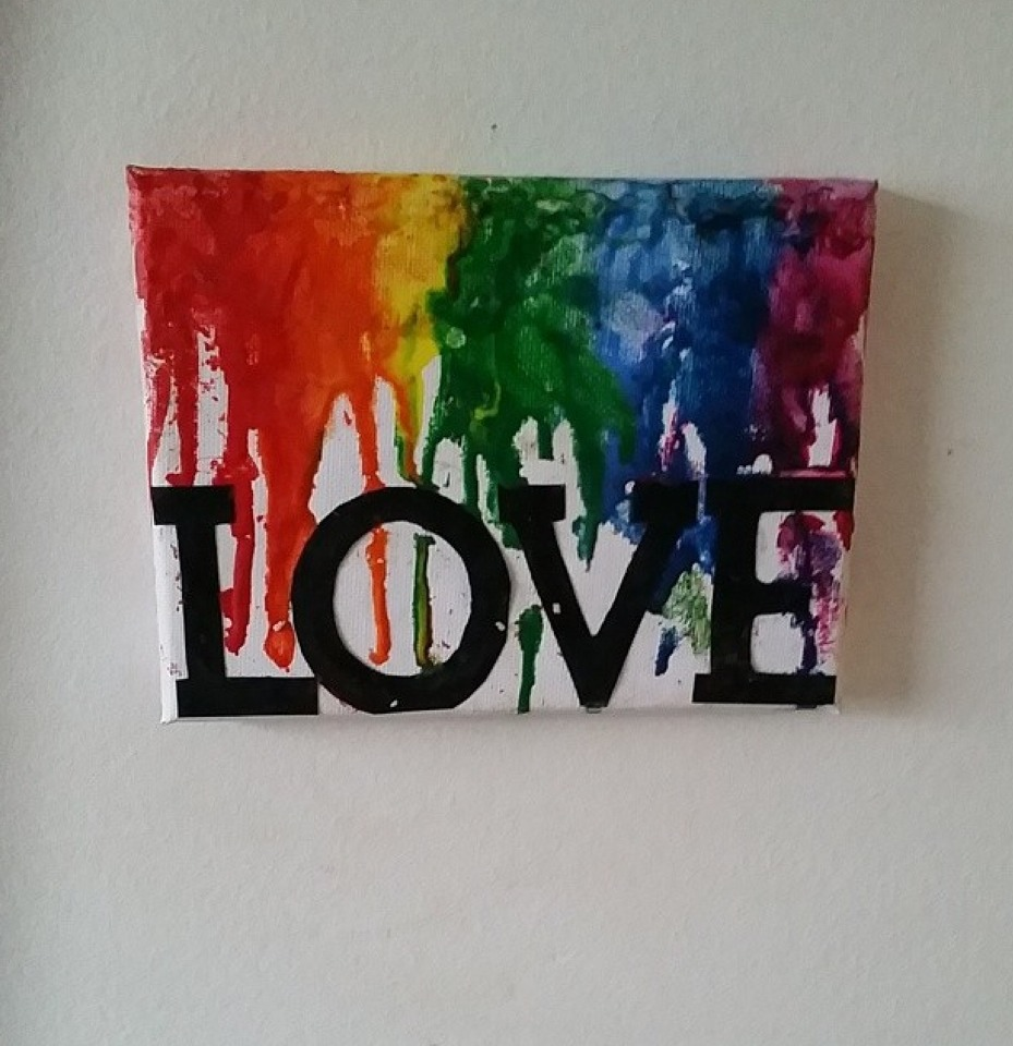 This is also another design! This was my first attempt of melting crayon art!