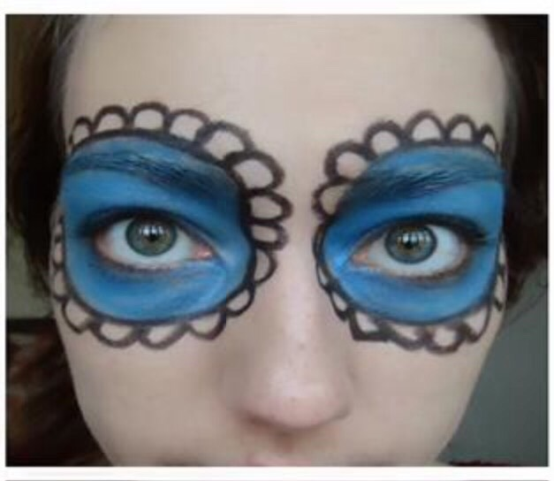 Step 3.  -using the black eyeliner pencil again, draw around the circles to make them stand out more  -Then draw little bubbles around the circles to give it a pretty sort of spooky look👻