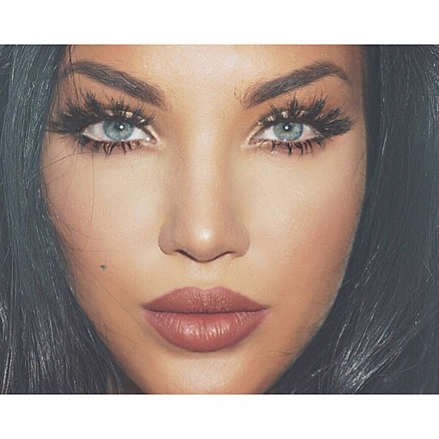 7.Open Your Eyes To open the eyes, try lining your lower waterline with a nude or white pencil. This will give the look of bigger, more awake eyes, whereas black liner in the waterline tends to close the eyes.